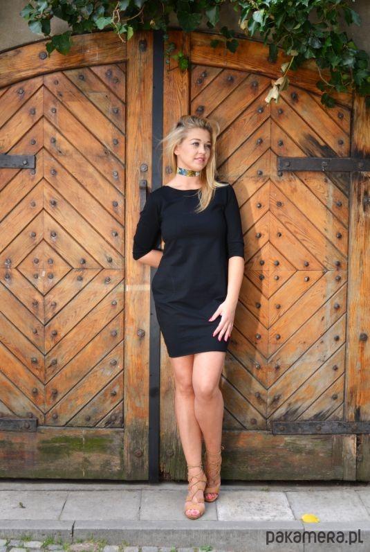 Sukienka taliowana z kieszeniami czarna