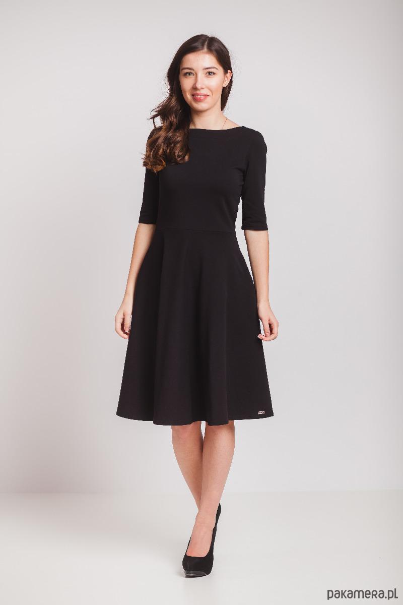 Czarna sukienka z półkoła