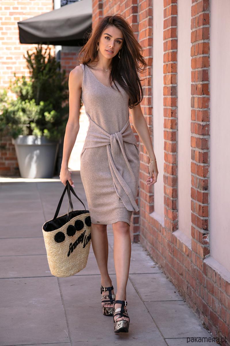 Ołówkowa sukienka z dzianiny F541 mocca