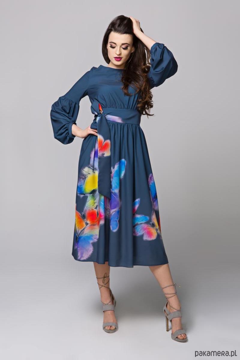 Sukienka Alena midi z szerokim dołem.