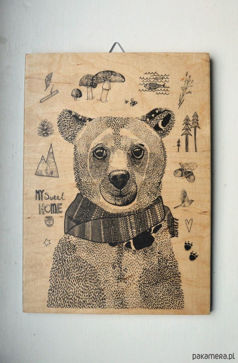 Genialny miś - mała grafika na drewnie - grafiki i ilustracje - Pakamera.pl QT72
