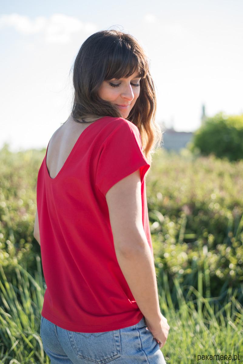 Tshirt z dekoltem na plecach czerwony