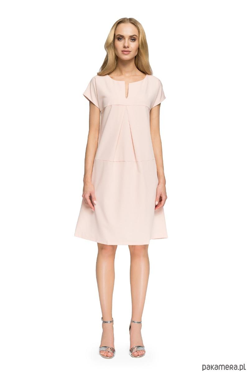 Trapezowa sukienka z dekoltem - pudrowa