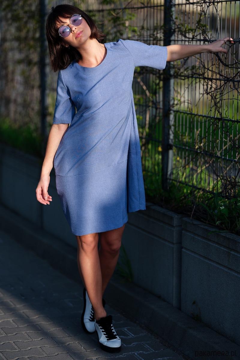 Zwiewna sukienka bombka - niebieska
