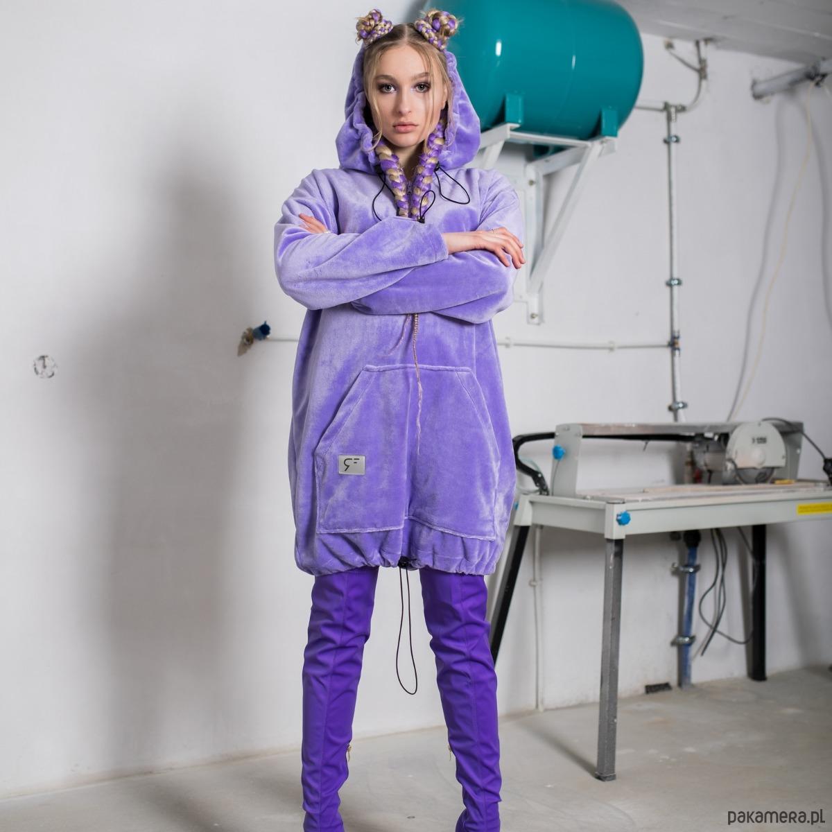 Sukienka fluffy hoodie liliowa z kapturem