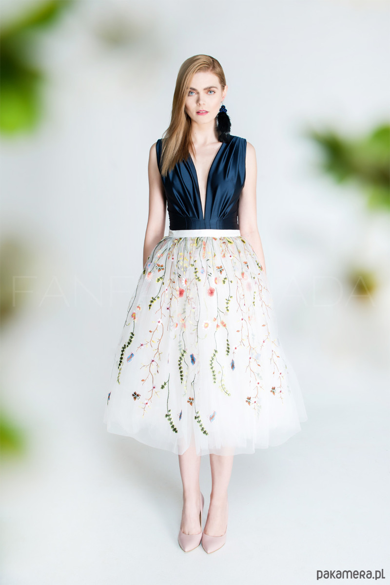 Spódnica tiulowa z kwiatowym haftem. S102