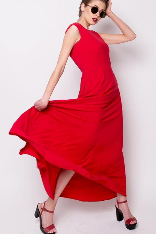 Długa sukienka z dekoltem na plecach
