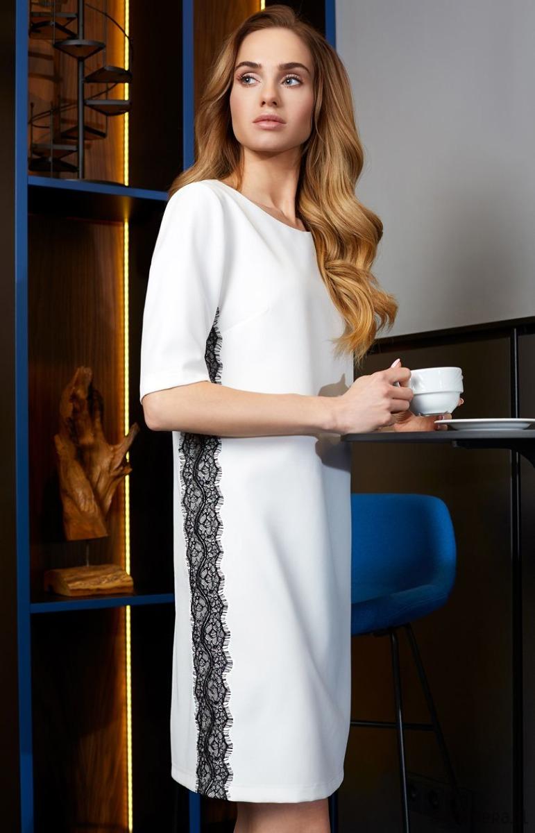 Sukienka z lampasem z koronki