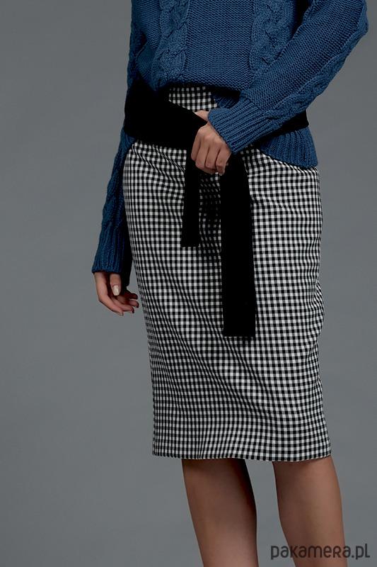 Ołówkowa spódnica w kratę z pasem