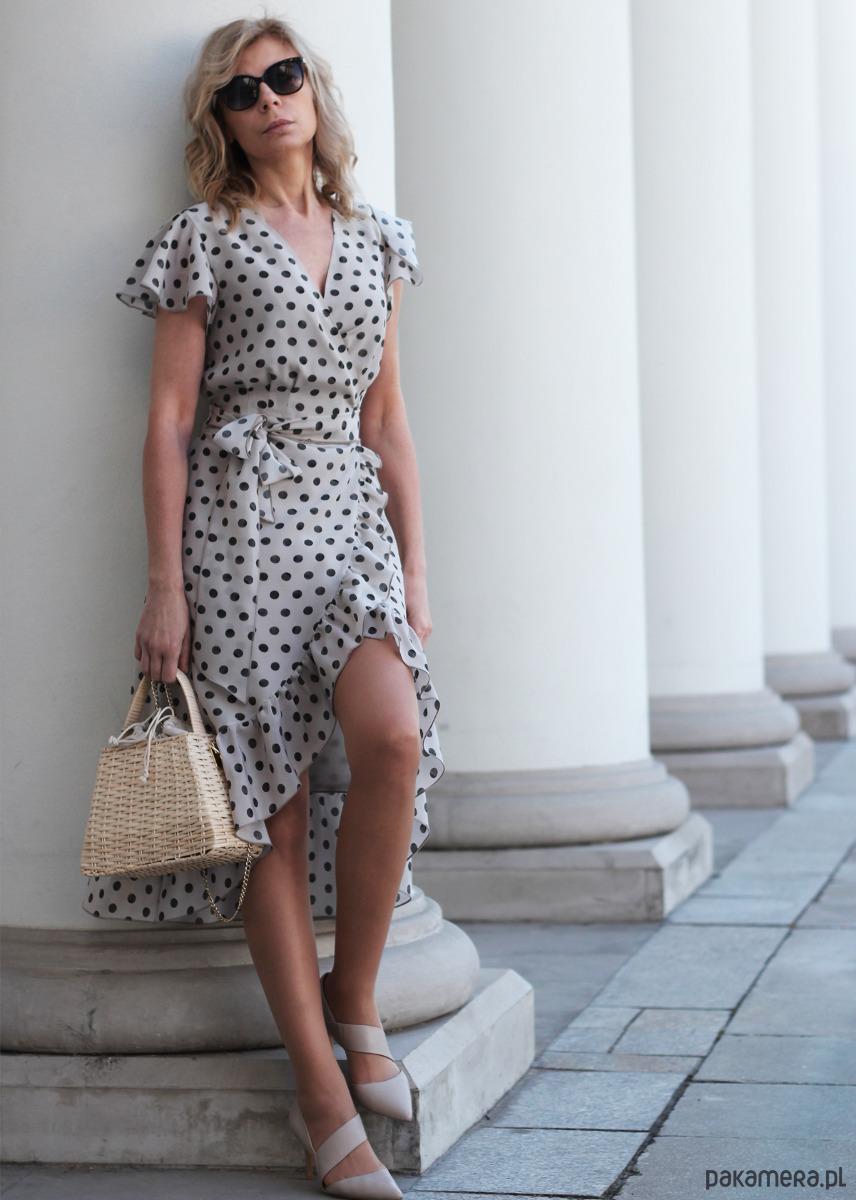 jedwabna sukienka kopertowa w kropki