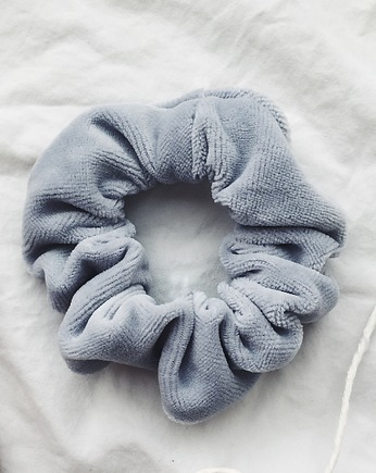 Light Gray Velvet Scrunchie - gumka do włosów