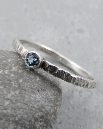 Amade Studio, Hammered blue topaz dot