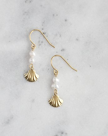 Carla Pearl Earrings,
