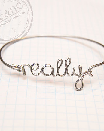 SHEandHE, Mini name bangle - napis do 7 znaków