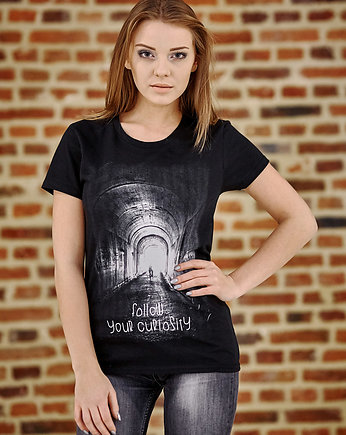 czarna koszulka, T-shirt damski UNDERWORLD Follow your curiosity