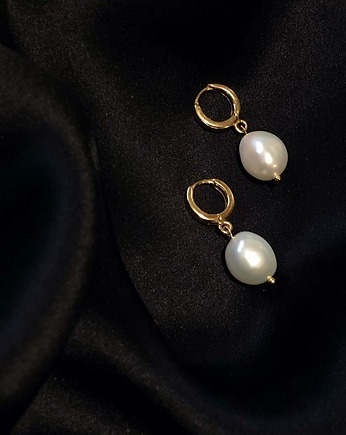 Irregular Pearl Earrings / Vintage Circles