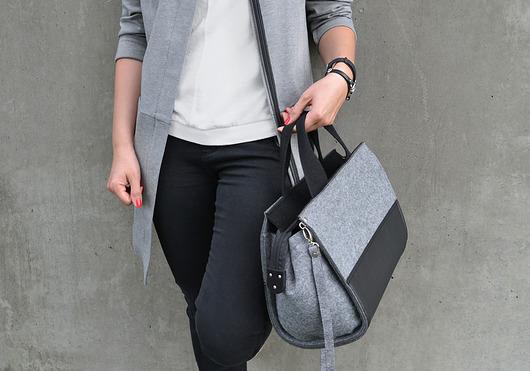 19b42d49d4329 Szaro-czarna filcowa torebka BlackShell - torby na ramię - damskie ...