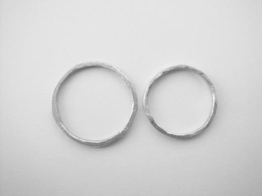 dwie obrączki srebrne kute, jasne - 1951703
