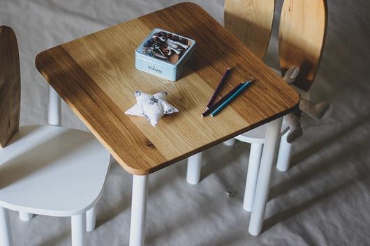 Stolik dębowy do krzesełka króliczek
