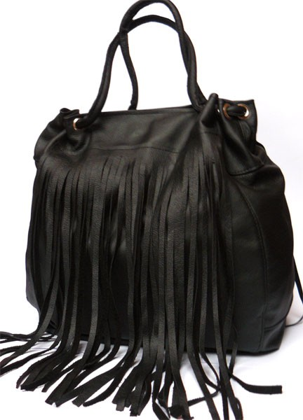 6d11b01e93400 Czarna z frędzlami - torby na ramię - damskie - Pakamera.pl