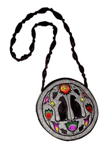 013f71f13f502 torby na ramię - damskie-Filcowa torebka z haftem- okrągła FOLK KOTY
