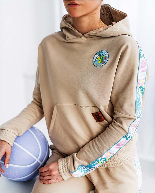 Beżowa bluza damska dresowa As Free as the ocean