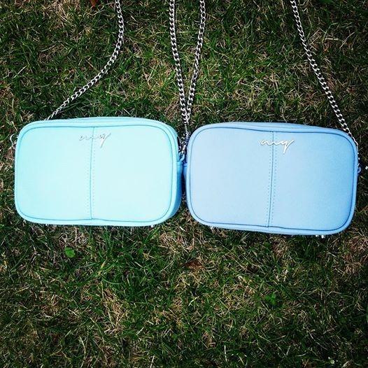bfc54d3179a17 torby na ramię - damskie-Torebka skórzana błękitna mini listonoszka