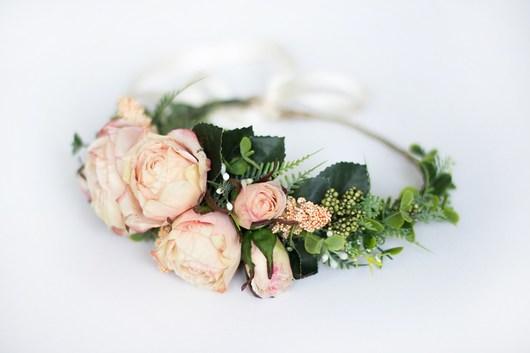 Asymetryczny wianek z herbacianymi różami - 1960492