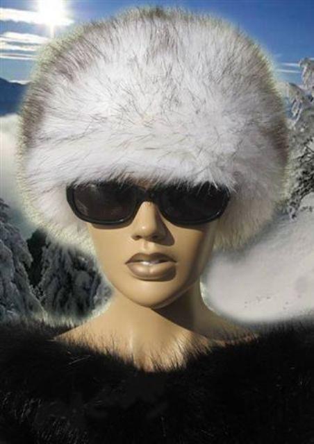 8d1832cf9554 czapki i kapelusze - damskie-Czapka futrzana WHITE z kolekcji Luxury