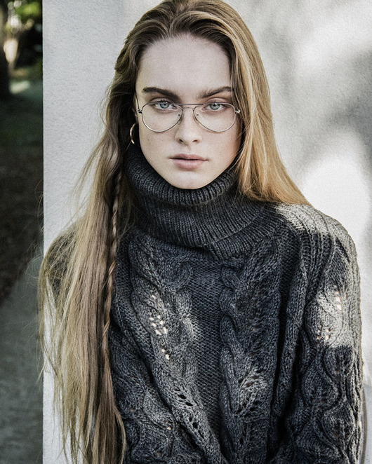 swetry-Leaf Turtleneck Sweater