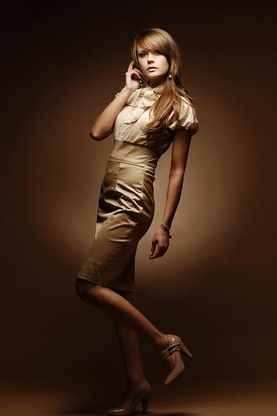 b07a55415d sukienki-Suknia z kokardą przy szyi